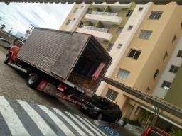 Caminhão baú de frete