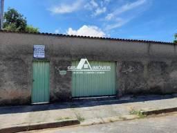 Casa com salão de festas, piscina e área de churrasqueira, à venda no Bairro Santa Cecília
