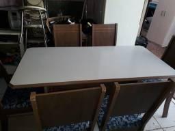 Vêndo mesa com 6 cadeiras com marcas de uso