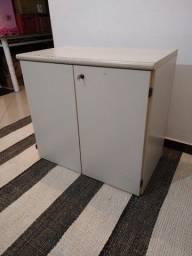 armario de escritorio com chaves