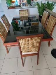 Mesa e jogo de cadeiras
