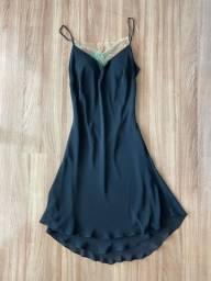 Vestido preto com detalhe costas