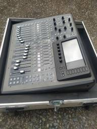 OPORTUNIDADE!!! Behringer X32 compact