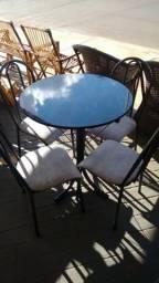 Mesa redonda em granito 4 cadeiras,Nova