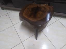 Mesa de imbuia maciça com resina epoxi