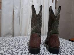 Vendo um par de botas só usei duas vezes