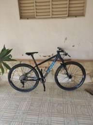 Vendo essa bike tamanho 17 suspensão manitou rodas Everest tuble relaç