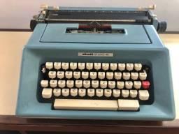 Máquina de escrever Olivetti Studio 46 em excelente estado de conservação. Funcionando