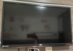 TV 32 polegadas, nova e funcionando perfeitamente