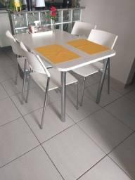 Mesa com quatro cadeiras 1,20 x 0,75