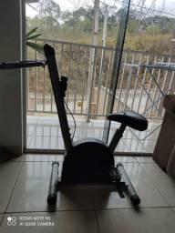 Bicicleta ergométrica com regulagem no guidão e Banco.