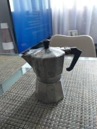Cafeteira  francesa  em alumínio  batido