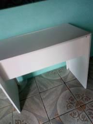 Escrivaninha 1 metro 47 centímetros