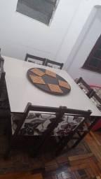 Mesa de jantar com 8 cadeiras e com prato giratório