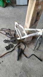 Peças + quadro de bike