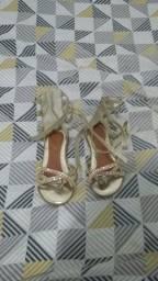 Vendo uma sandália tamanho 25, semi nova