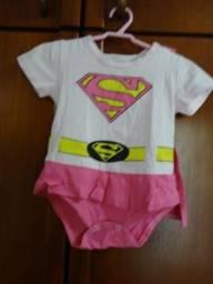 Linda Fantasia Body Supergirl, rosa com capinha, tamanho 9 meses