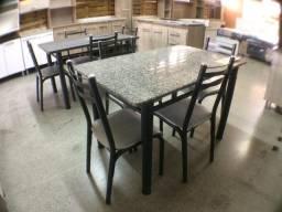 Mesa com 4 cadeiras tampo de granito