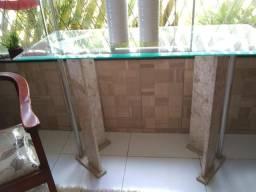 Aparador em vidro com mármore