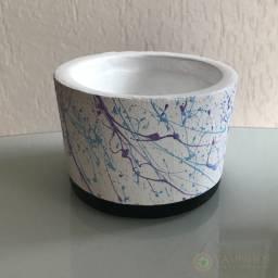 Vasinho de cimento com pintura abstrata