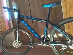 Bicicleta nova na caixa