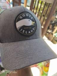 Boné Goose Island.