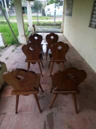 Vendo cadeiras de madeira massiça