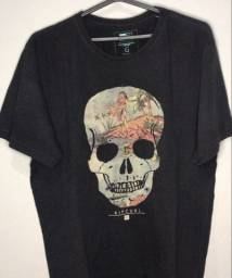 camiseta Ripcurl preta Skeleton