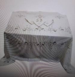 Toalha de Mesa com 6 Guardanapos Bordados. Med: 242x160cm