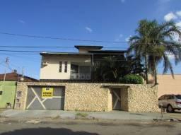 Casa sobrado com 5 quartos - Bairro Jardim América em Goiânia