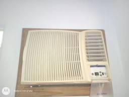 Ar condicionado Springer 12 mil BTUS funcionando perfeitamente