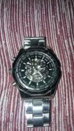Vendo um relógio muito bom importado
