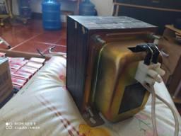 Transformador energia para 220V