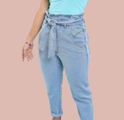 Calça jeans com amarração