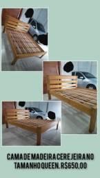 Cama em madeira tamanho queen