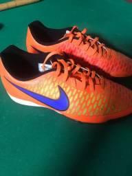 Chuteira society Nike magista laranja