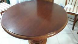 Vendo mesa redonda ,com vidro de 8 mm  temperado
