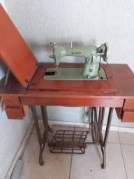 Máquina de Costura Elgin Com Móvel.