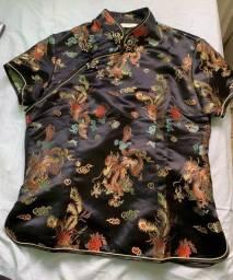 Blusa oriental de seda importada