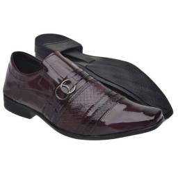Sapato Social Confort / Todo trabalhado no Verniz ou Fosco