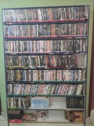 Prateleira com 500 DVDs