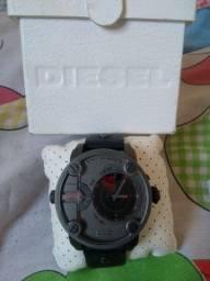 Vendo ou troco relógio ORIGINAL diesel ,com caixa  e manual.