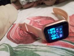 Relógio via bluetooth com celular rosa