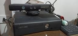 Xbox 360 com Kinect, 2 controles e 2 jogos