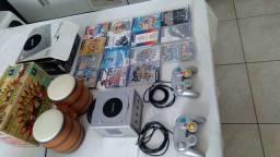 Game cube completo japonês 15 jogos, 2 controles, memory e um bongo.