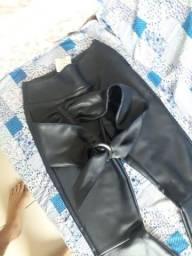 Calça flare de couro com cinto opcional  ,nunca usada