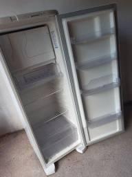 Geladeira Electrolux Degelo Automático com todas as peças originais sem podre sem nada