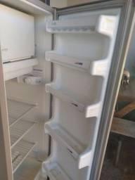Vendo geladeira 240 litros