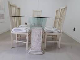 Mesa em ótimo estado de uso