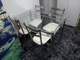 Mesa 4 lugares com cadeiras